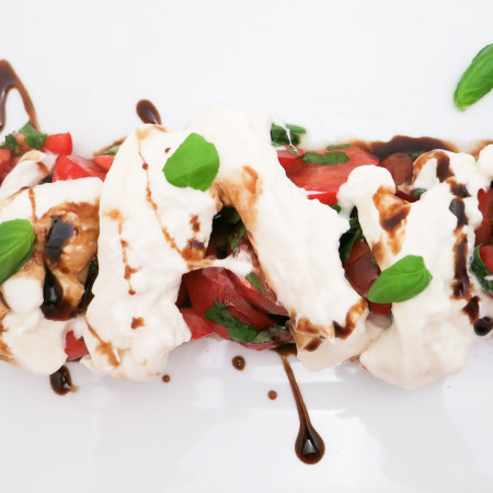 Heirloom Tomato Salad with Burrata & Balsamic Glaze