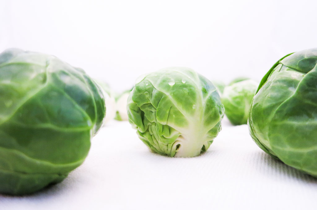 The freshest sprouts are green with a white base. If they are slightly yellow or brown it means they're past their prime.