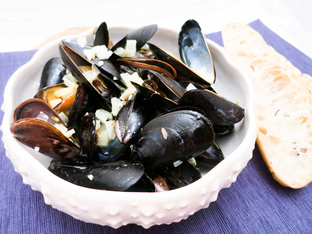Enjoy a bowl of Mussels with a White Wine & Fennel Cream Sauce this weekend !